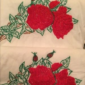 Vintage red rose bouquet embroidered pillowcases
